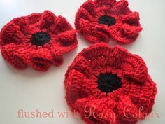 Crochet Flowers Patterns Flushed with Rosy Colour: Remembrance Poppy, free crochet pattern. Knit Or Crochet, Crochet Motif, Crochet Crafts, Crochet Projects, Crochet Appliques, Crochet Doilies, Crochet Puff Flower, Crochet Flower Patterns, Knitting Patterns
