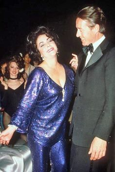 Two pop culture icons, together: Elizabeth Taylor and Halston at Studio 54 Bianca Jagger, Mick Jagger, 21 Party, Anjelica Huston, Liza Minnelli, Gene Tierney, Glam Style, Farrah Fawcett, Lauren Bacall