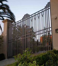 Looking for wrought iron gates for your Melbourne home? Warp Ironworks specialises in crafting unique wrought iron gate designs. House Gate Design, Fence Design, Garden Design, Wrought Iron Driveway Gates, Metal Gates, Metal Doors, Wrought Iron Gate Designs, Garden Gates And Fencing, Miami Art Deco