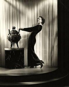Olivia de Havilland, 1930s