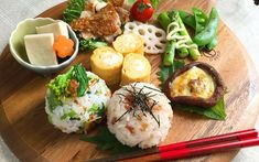 Japanese Dishes, Japanese Food, Food Design, Mein Café, Asian Recipes, Healthy Recipes, Plate Lunch, Sushi Plate, Food Presentation