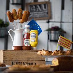Ens costa poc posar-nos a cuinar amb amics i ahir per afegir interès a la nit Eurovisiva vem fer un sopar amb receptes de països europeus. Una passada!  trobareu totes les fotos del que vem cuinar amb @elsfogons a la Pàgina de FB de Cuinetes!