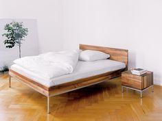 Letto matrimoniale in legno massello SL01 LITA by e15 | design Philipp Mainzer