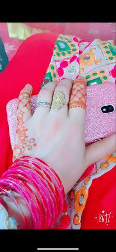 Girl Hand Pic, Girls Hand, Cute Girl Pic, Cute Girl Poses, Cute Girls, Afghani Clothes, Beautiful Hands, Beautiful Girl Photo, Pakistani Fashion Party Wear