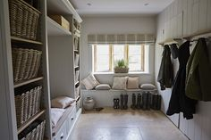 Country style boot room with panelled walled, built in shelving and wicker baskets Luxury Interior Design, Home Interior, Interior Architecture, Bauhaus, Boot Room Utility, Art Deco, Wet Rooms, Decoration, Living Spaces