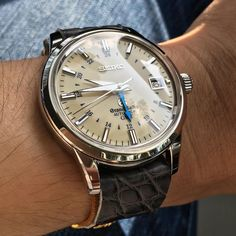 The quality of oem #GrandSeiko straps are unbeatable. Having said that, i like this color combination more.