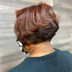 Bobs are super trendy right now and look stunning on anyone. Bobs are great because they can be in a range of colors and lengths, catering to anyone's... Short Layered Curly Hair, Short Layered Bob Haircuts, Messy Bob, Bob Cuts, Cute Haircuts, Short Layers, Layered Cuts, Looking Stunning, Bobs