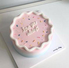 Pretty Birthday Cakes, Pretty Cakes, Beautiful Cakes, Cake Birthday, Amazing Cakes, Mini Cakes, Cupcake Cakes, Korean Cake, Korean Food