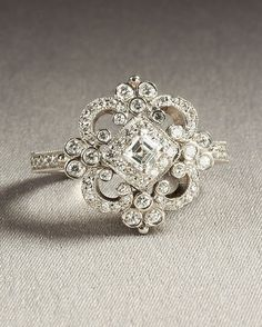 beautiful vintage ring.
