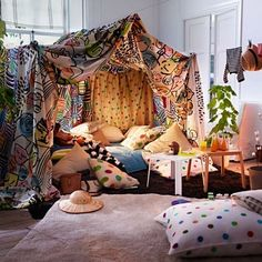 ... some blankets and sheets and you have yourself a brand new space to play in! Could we put up some ropes like this outside for quick fort/tent -building? & Blanket Forts for Grown-up Kids | Blanket forts Forts and Blanket