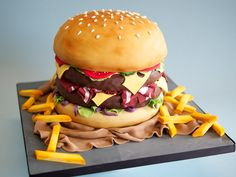 Burger and chips cake Crazy Cakes, Fancy Cakes, Cute Cakes, In And Out Burger, Burger And Chips, Fondant Cakes, Cupcake Cakes, Hamburger Cake, Cake Designs
