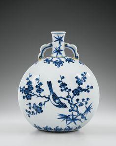 Très rare gourde en porcelaine bleu blanc de style Ming Marque et époque Yongzheng | Lot | Sotheby's