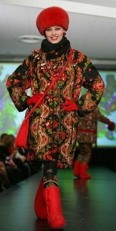Slava Zaitsev, a fashion designer from Moscow. Not the hat. and edit the mix a bit, but I like the general idea. Folk Fashion, Ethnic Fashion, Couture Fashion, Winter Fashion, Fashion Show, Fashion Design, Mode Russe, Boho Outfits, Fashion Outfits