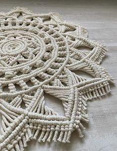 Carpet Diy, Creative Crafts, Diy Crafts, Crochet Doily Rug, Mandala Rug, Macrame Wall Hanging Diy, Diy Pillow Covers, Creation Deco, Macrame Design