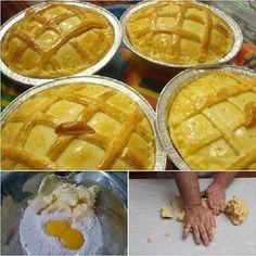 COMPARTILHAR RECEITA! INGREDIENTES 3 xícaras (chá) de farinha de trigo 1 xícara (chá) de manteiga ou margarina 2 ovos (um para pincelar) 1 colher (sopa) de fermento químico em pó 1/2 xícara (chá) de leite 1 colher (chá) de sal COMO FAZER 1 – Em uma tigela, coloque a farinha de trigo, faça uma covinha …