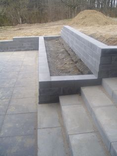 DIY Retaining Wall - Landscaping and Backyard Design Ideas landscaping slope retaining walls Top 10 Ideas For DIY Retaining Wall Construction Retaining Wall Construction, Diy Retaining Wall, Backyard Retaining Walls, Retaining Wall Design, Concrete Retaining Walls, Cement Patio, Gravel Patio, Tiered Garden, Garden Stairs