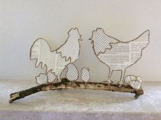 Wire and paper figures Copper Wire Art, Chicken Crafts, Newspaper Art, Folded Book Art, Sampler Quilts, Wire Crafts, Crafty Projects, String Art, Paper Dolls