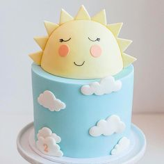 Bom dia com esse bolo lindo! #Repost @rubyrabbitparty ・・・ ☀️☀️☀️ The sweetest sunshine cake by @burntbuttercakes for little Kai's 2nd birthday @kendraplastowstyling  #maedemenina #maedemenino #youaremysunshine #festasol #festasolzinho #chadebebe #maternidade #chadefraldas #festayouaremysunshine #kidsparty #kidspartyideas #festainfantil #bolodecorado