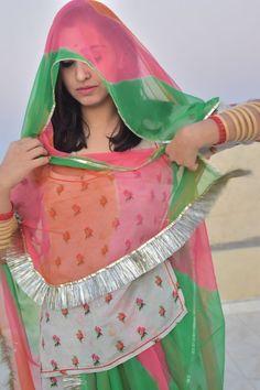 Happy Woman Day, Happy Women, Beautiful Girl Photo, Beautiful Models, Beautiful Women, Rajasthani Dress, Saree Hairstyles, Desi Bhabi, Rajputi Dress