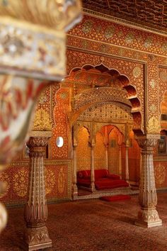 The Indian palace offers its timeless magic. The beautiful castles in India are waiting for you to witness their miraculous architecture. Architecture Antique, India Architecture, Beautiful Architecture, Interior Architecture, Taj Mahal, Serpentine Gallery Pavilion, Pavillion, Amazing India, Rajasthan India