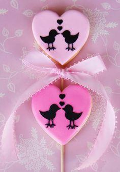Cakes Haute Couture shared by Emily Jane Baldan Lollipop Cookies, Bird Cookies, Fancy Cookies, Cupcake Cookies, Sugar Cookies, Cookie Cakes, Cupcakes, Valentines Day Cakes, Valentine Cookies