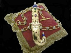 Kanjar  خنجر or khanjar is the traditional dagger of Oman. This riproductions is in gold 18 kt diamond and precious stones this jewel is opened will win the blade in white gold! DOGALE JEWELLERY  Venice Italy http://www.veneziagioielli.com/scheda.php?id=765