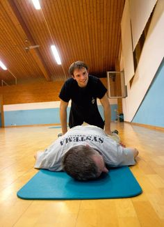 Bei den Waden fängt man mit der Entspannung an. SYSTEMA Austria www.rma-systema.at