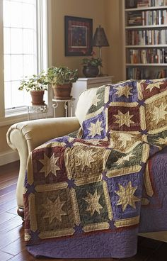 Royal Order    Designer Jan Ragaller, Quilter Robin Saunders, Photographer Cameron Sadeghpour - Love the color combination
