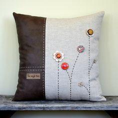 Подушка ручной работы комбинированная из плотной льняной ткани и кожзама с незамысловатым декором
