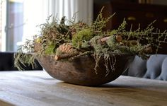 There is something so beautiful about a collection of natural materials. Natural Christmas, Green Christmas, Christmas Time, Xmas, Home And Deco, Autumn Inspiration, Natural Materials, Flower Arrangements, Decorative Bowls