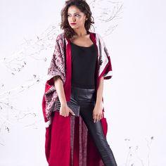 Ashghal Kuwaitiya, 52 Degrees, Kuwait, abaya, bisht, caftan, kaftan, arab fashion, middle eastern fashion, muslim fashion, khaleeji fashion Arab Fashion, Mod Fashion, Muslim Fashion, Sporty Fashion, Collection Eid, Modern Abaya, Middle Eastern Fashion, Long Jackets, Women's Jackets
