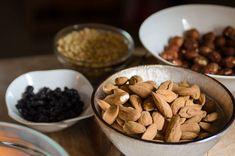 Χαλβάς Σιμιγδαλένιος χωρίς ζάχαρη. Όλο γλύκα, θρέψη και νοστιμιά στο φουλ! | HuffPost Greece Cereal, Almond, Breakfast, Food, Morning Coffee, Eten, Almond Joy, Almonds, Meals