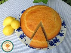 Bizcocho de yogur y limón. Yogurt and lemon cake.