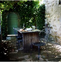 french provençal outdoor dining