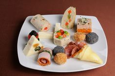 Mini Appetizers, Romanian Food, Starters, Food Art, Bacon, Menu, Cooking Recipes, Cheese, Snacks