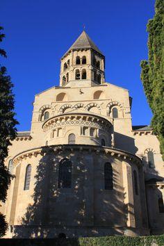 Eglise Notre-Dame de Saint-Saturnin, Auvergne Saint Saturnin, Carolingian, Clermont Ferrand, Old Churches, Photos Voyages, Chapelle, Romanesque, Medieval Fantasy, Kirchen