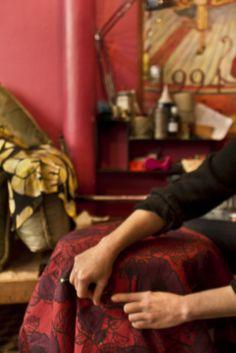 """Florence Greco - Paris XIème - Si vous étiez un objet de décoration? """"Une méridienne généreuse et capitonnée chargée de riche passementerie, le tout très élimé par le temps"""""""