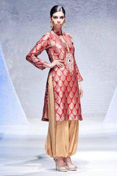 Auburn Gold Patiyalla. Pakistani traditional salwar kameez suit. Look stunning on any occasion including indian wedding, barat or mehendi occasion.
