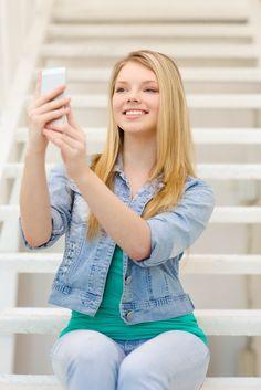 Eine Firma ist dann erfolgreich, wenn sich alle Mitarbeiter mit der Firma identifizieren und stolz auf Ihren Arbeitgeber sind. Das heisst aber auch, es müssen die Spielregeln zur Nutzung von Social-Media-Kanälen in einer Firma klar definiert werden. Trotz aller Regeln soll aber auch der gesunde Menschenverstand eingeschaltet werden (und das gilt für beide Seiten).  http://roland-hartmann.ch/ein-einsatz-von-corporate-social-media/#more-5799