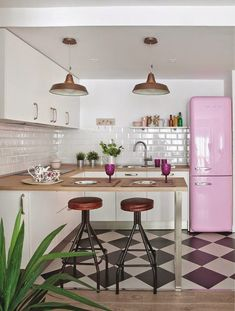 candy pink fridge (my ideal home. Kitchen Tiles, Kitchen Flooring, New Kitchen, Kitchen Layout, Kitchen Small, Kitchen Paint, Kitchen White, Awesome Kitchen, Design Kitchen