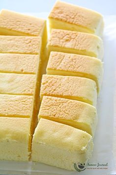 This pillowy cotton cheesecake is a very light fragrant cake that just melts in the mouth, and is always the first one to go on the table. Japanese Cotton Cheesecake, Japanese Cheesecake Recipes, Cookie Desserts, Dessert Recipes, Japanese Cake, Souffle Recipes, Melting In The Mouth, Different Cakes, Square Cakes