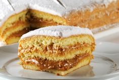 """""""Bolo Bem-Casado"""" -- a cake filled with doce de leite (dulce de leche), inspired by the soft wedding """"cookie"""" that is typical of Brazil. Food Cakes, Cupcake Cakes, Cupcakes, Brazilian Bread, Wedding Cookies, Sweet And Salty, Creative Food, Vanilla Cake, Cake Recipes"""