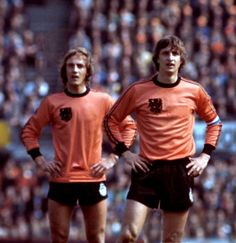 Johan Neeskens and Johan Cruyff of Holland in action in Football Awards, Football Icon, Best Football Players, Football Design, National Football Teams, World Football, Soccer World, Football Stadiums, Sport Football