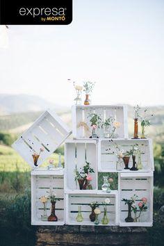 Renueva y recicla cualquier objeto con Expresa Laca Multisuperficie. Este ejemplo es de unos cajones reciclados, pintados con Expresa Laca y usados para decorar un jardín.