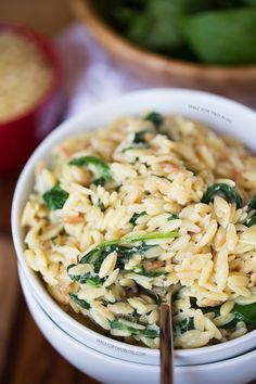Parmesan and spinach orzo - table for two greek yogurt pasta salad rezepte, Side Dish Recipes, Pasta Recipes, Dinner Recipes, Cooking Recipes, Recipe Pasta, I Love Food, Good Food, Yummy Food, Tasty