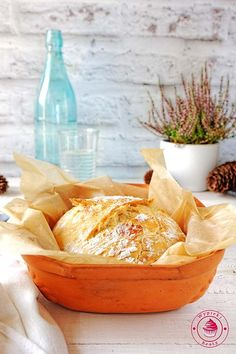 Chleb bez zagniatania - Najlepsze przepisy | Blog kulinarny - Wypieki Beaty Camembert Cheese, Serving Bowls, Yummy Food, Delicious Recipes, Food And Drink, Soup, Bread, Homemade, Meals