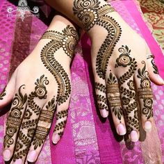 Forget the traditional clichéd mehndi, and welcome modern designs! From dot work to finger glove art, the latest mehndi designs are giving us serious goals to get them done asap! Check out the trendy mehndi designs here! Mehndi Designs Book, Stylish Mehndi Designs, Beautiful Mehndi Design, Mehndi Patterns, Arabic Mehndi Designs, Bridal Mehndi Designs, Henna Tattoo Designs, Mehandi Designs, Tattoo Ideas