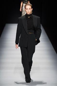 Alberta Ferretti Fall 2020 Ready-to-Wear Fashion Show - Vogue Vogue Fashion, Fashion Week, Daily Fashion, Milan Fashion, Street Fashion, Alberta Ferretti, Vogue Paris, Style Photoshoot, Glamour