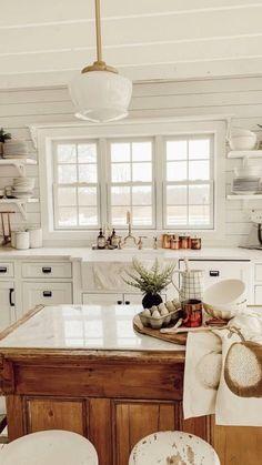 Farmhouse Style Kitchen, Modern Farmhouse Kitchens, New Kitchen, Home Kitchens, Small Kitchens, Kitchen Ideas, Farmhouse Decor, Kitchen Inspiration, Awesome Kitchen