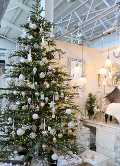 Classic White and Green Christmas Tree Design, Timeless!